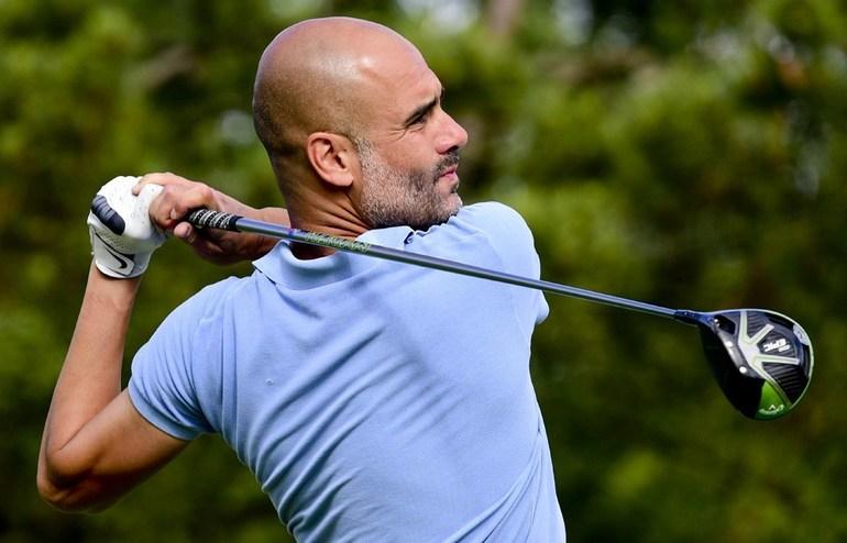pep guardiola gioca a golf