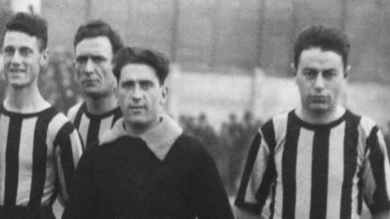 Weisz (a destra) con la maglia dell'Inter