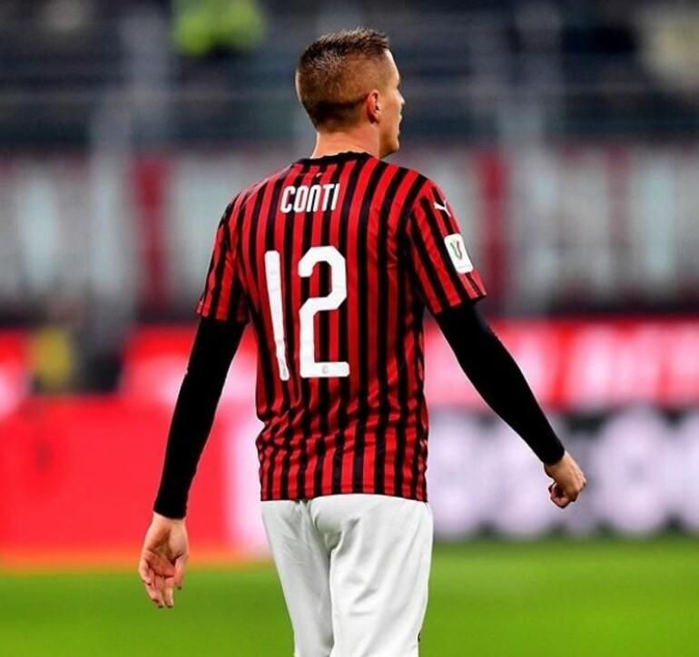Andrea Conti e la sua numero 12 rossonera