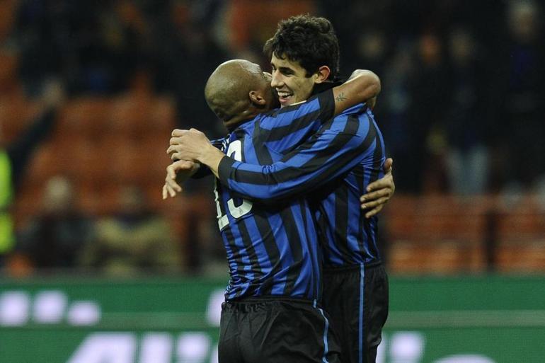 Davide Faraoni esulta con Maicon dopo il suo gol al Parma
