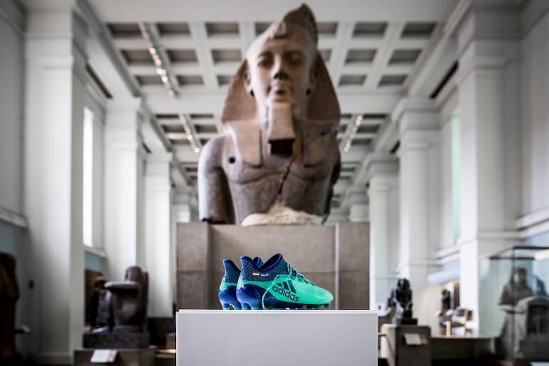 mohamed salah momo curiosità scarpe british museum