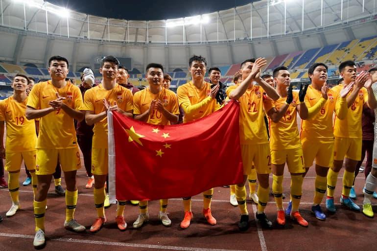 I giocatori della Cina festeggiano una vittoria contro Hong Kong