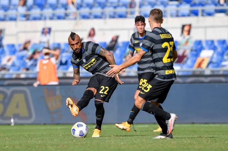 Lazio-Inter Arturo Vidal smista il pallone verso Nicolò Barella (Foto: Fabrizio Corradetti/LaPresse)
