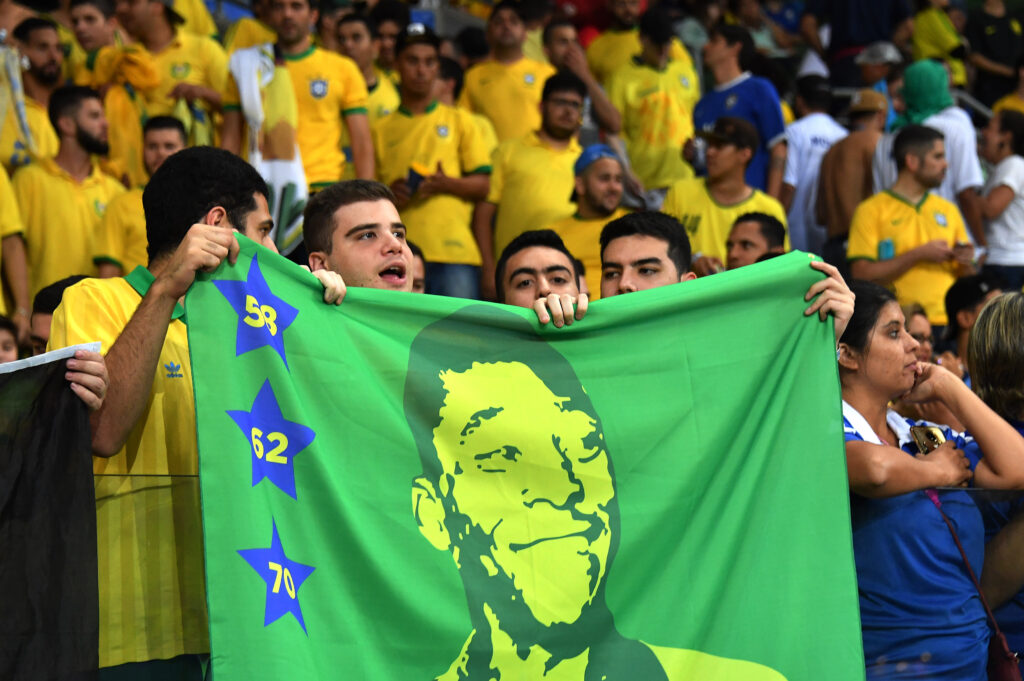 Bandiera Pelé - Foto Nelson Almeida AFP Getty Images OneFootball