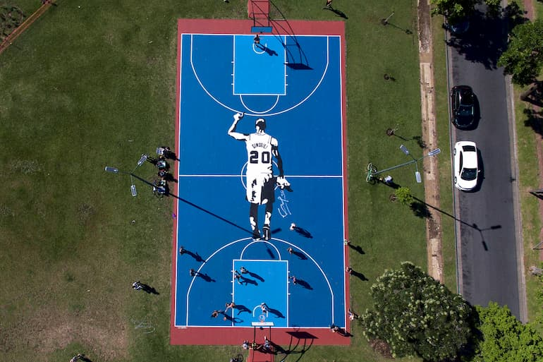 Il campetto dedicato a Manu Ginobili a Buenso Aires (Foto: Sebastian Rodeiro/Getty Images - OneFootball)