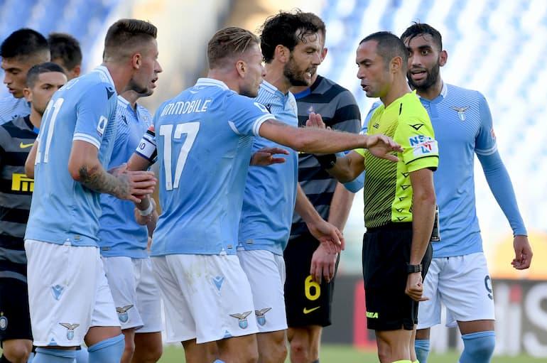 Lazio-Inter Immobile chiede spiegazioni dopo il cartellino rosso (Foto: Marco Rosi - SS Lazio/Getty Images)