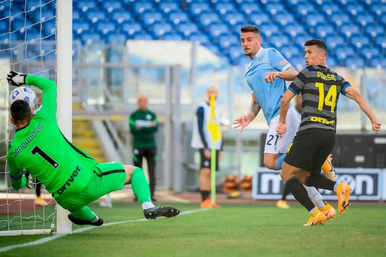 Lazio-Inter Milinkovic-Savic svetta su Perisic per il gol dell'1-1 (Foto: Filippo Monteforte/AFP via Getty Images)