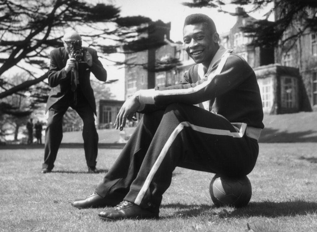Pelé, O Rei (Foto: John Pratt/Keystone/Getty Images - OneFootball)
