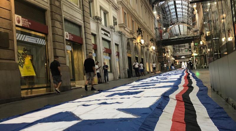 Genova - Galleria Mazzini tinta di blucerchiato