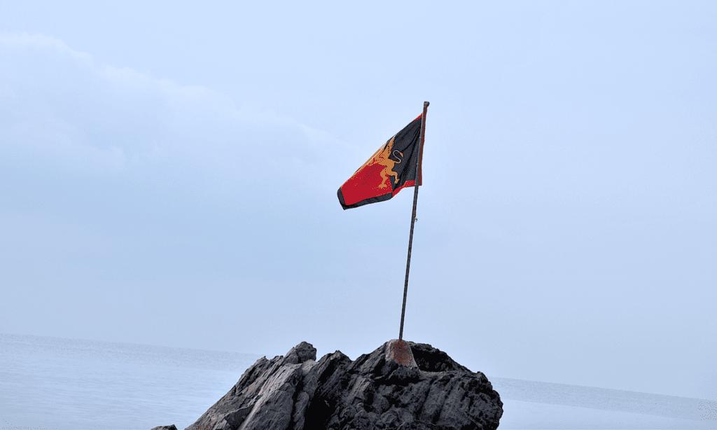 Genova - La bandiera del Genoa a Boccadasse