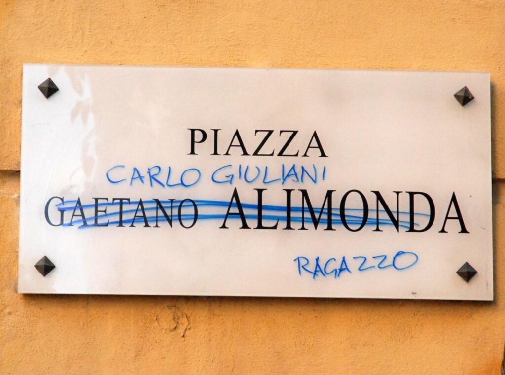 Genova - La targa di Piazza Alimonda intitolata a Carlo Giuliani