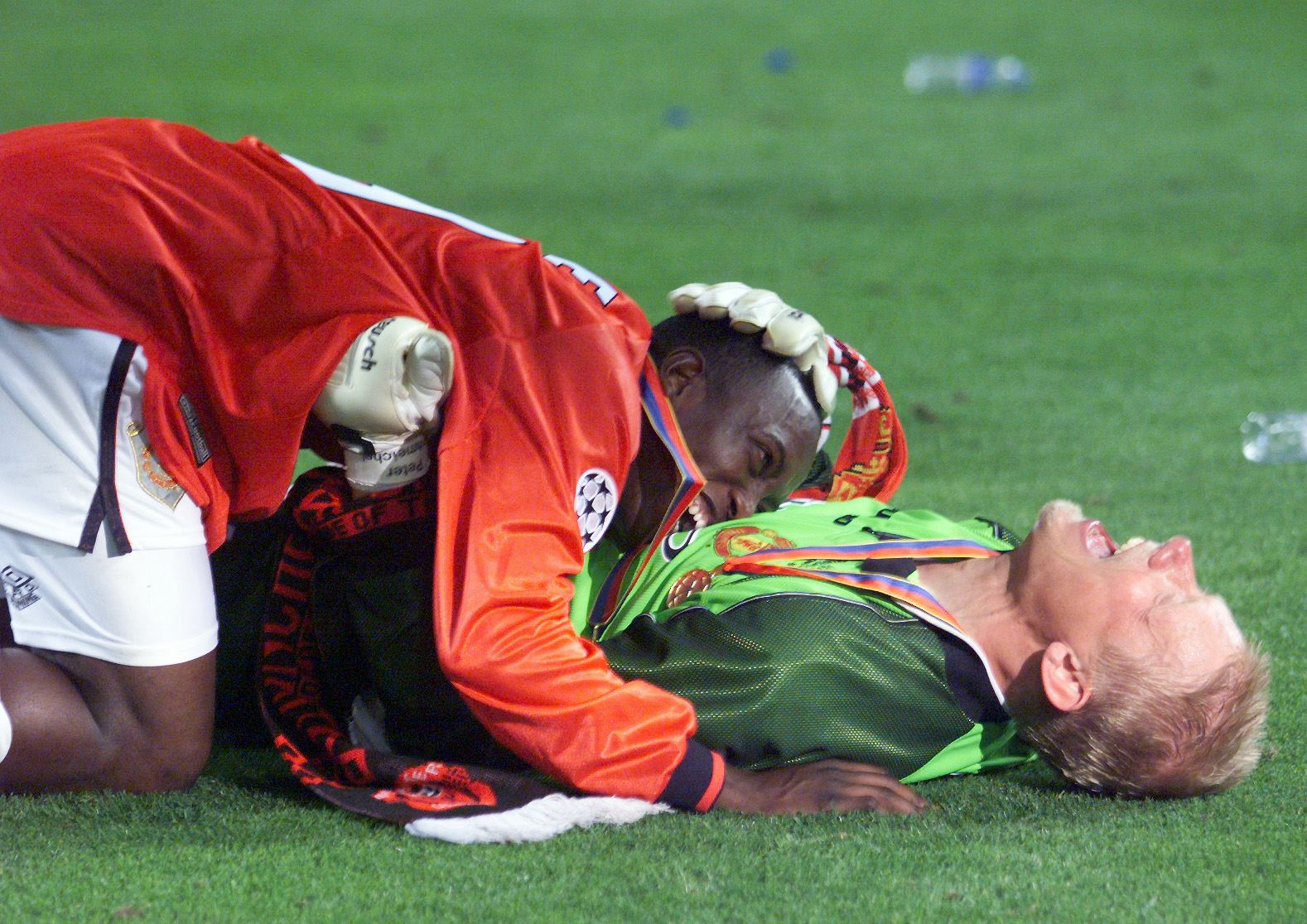 Peter Schmeichel & Dwight Yorke - Foto Eric Cabanis AFP Getty Images OneFootball