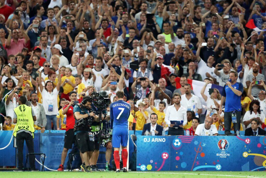 Griezmann festeggia con i suoi tifosi
