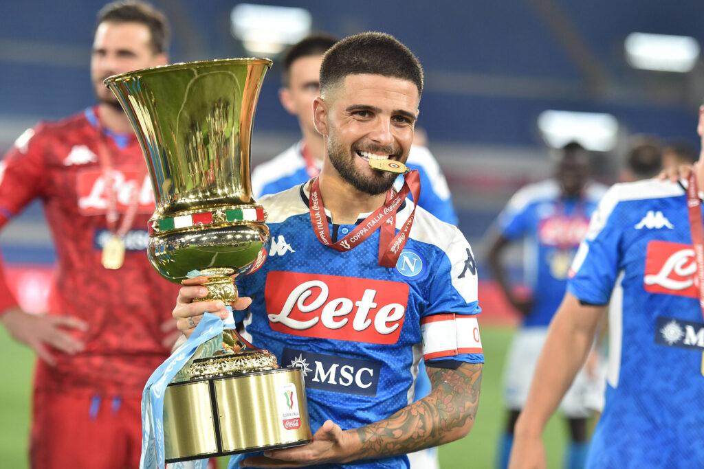 Lorenzo Insigne con la Coppa Italia 2020