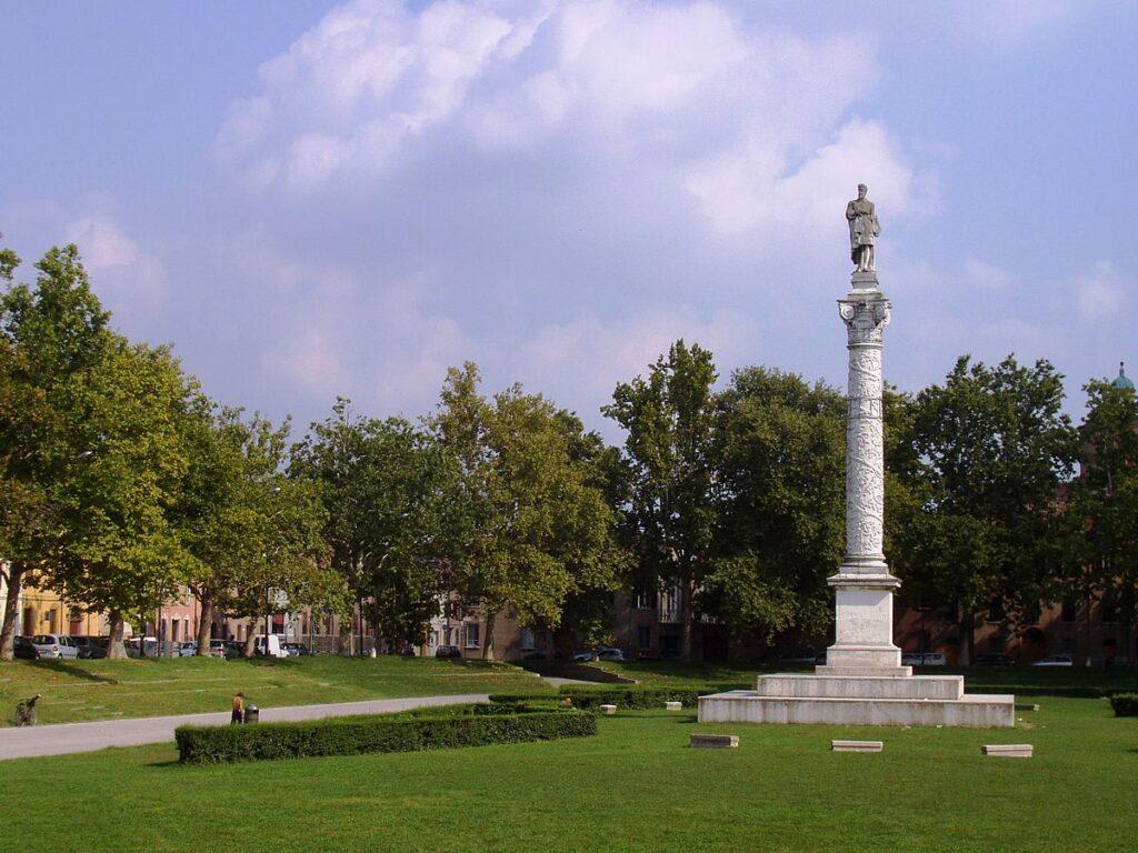 Il verde di Piazza Ariostea