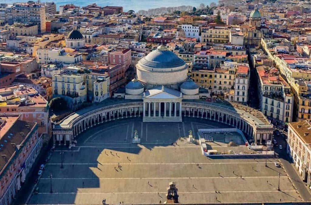 Piazza del Plebiscito, a Napoli