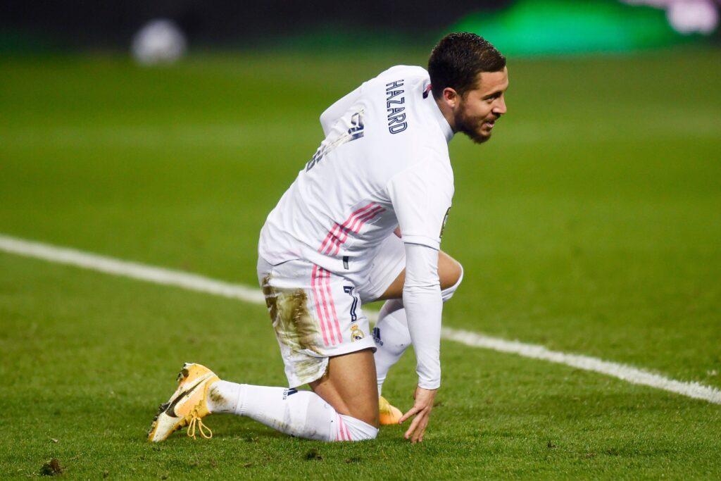 Eden Hazard in ginocchio durante la partita con il Bilbao