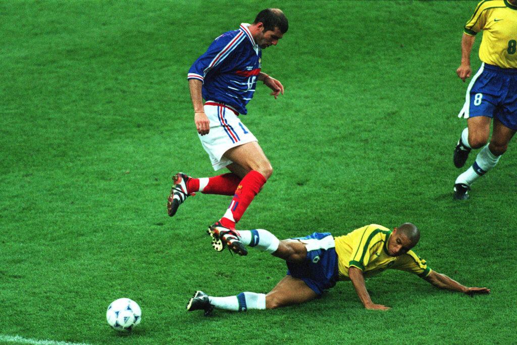Roberto Carlos anticipa Zinédine Zidane