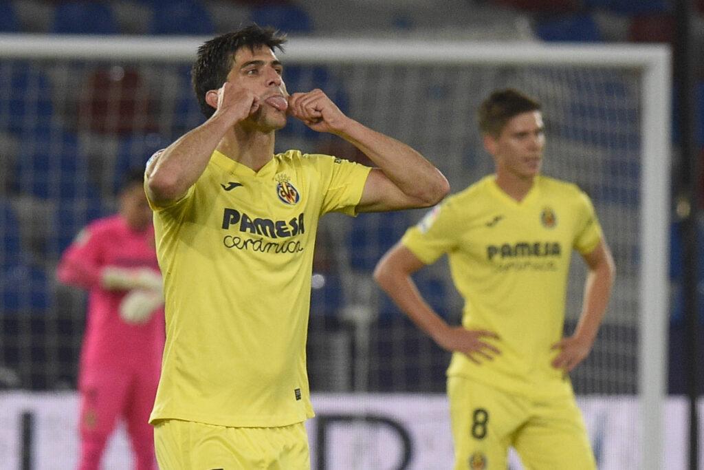 Gerard Moreno esulta per un gol