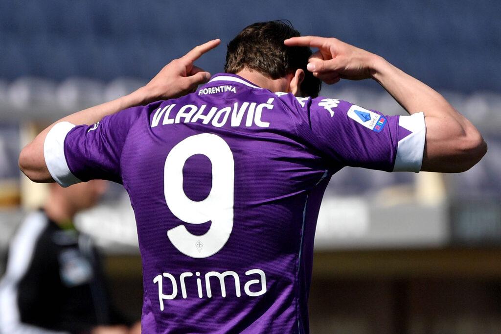 Dusan Vlahovic esulta per un gol
