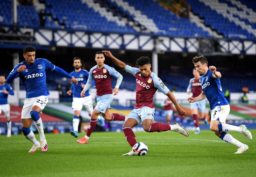 Il centravanti inglese tenta una conclusione contro l'Everton