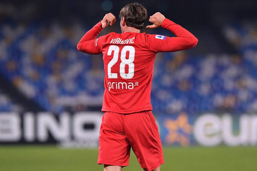 Vlahovic esulta dopo il gol del 2-0 realizzato nella vittoria in trasferta contro il Napoli