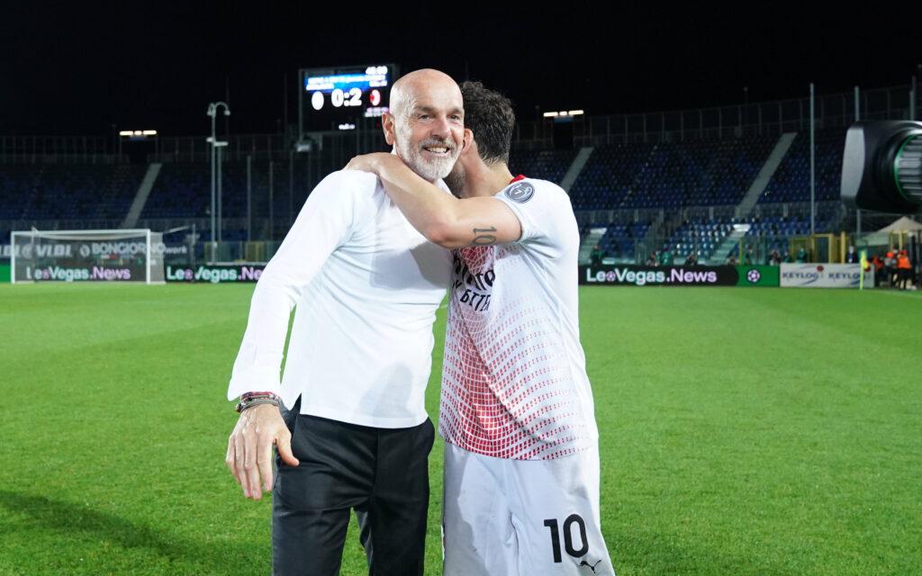 Stefano Pioli e Hakan Calhanoglu