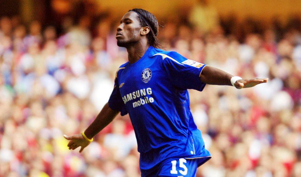 Didier Drogba esulta con la maglia del Chelsea