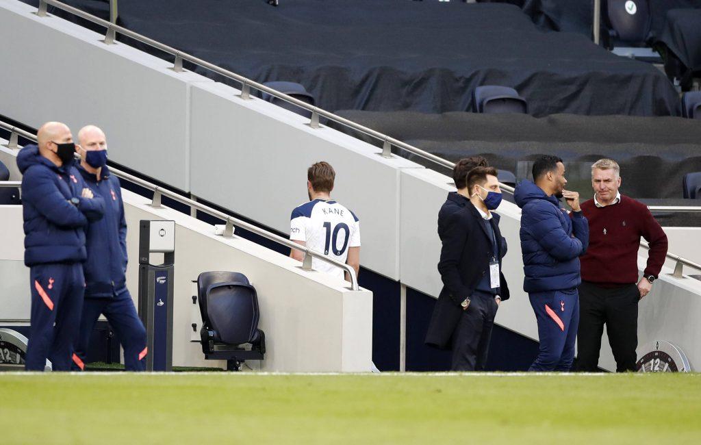 Il numero 10 degli Spurs si avvia verso gli spogliatoi al termine della partita con l'Aston Villa