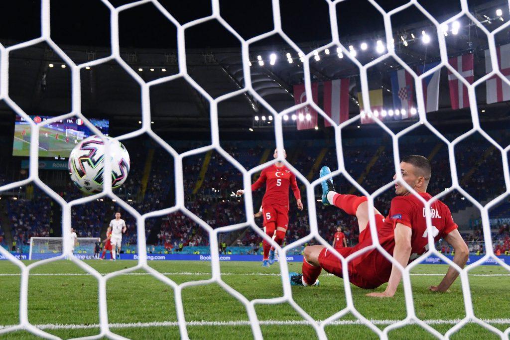 L'autogol di Demiral contro l'Italia