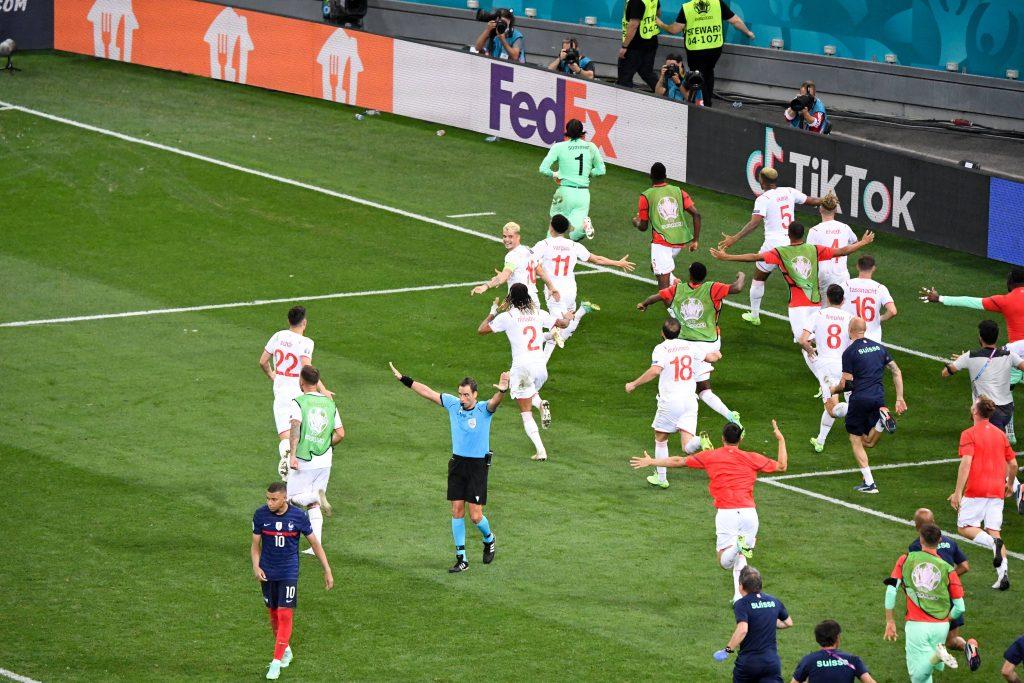 Mbappe sbaglia il rigore decisivo contro la Svizzera