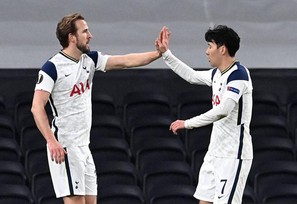 Kane e Son che festeggiano un goal
