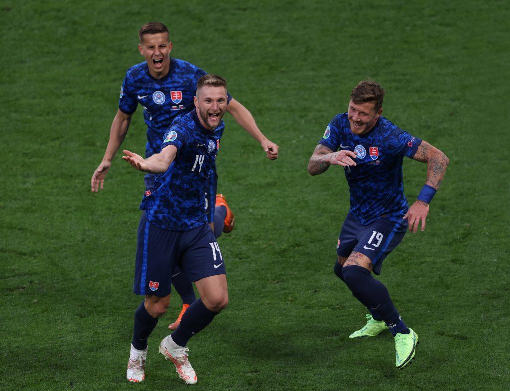 Milan Skriniar festeggia per un gol a Euro 2020