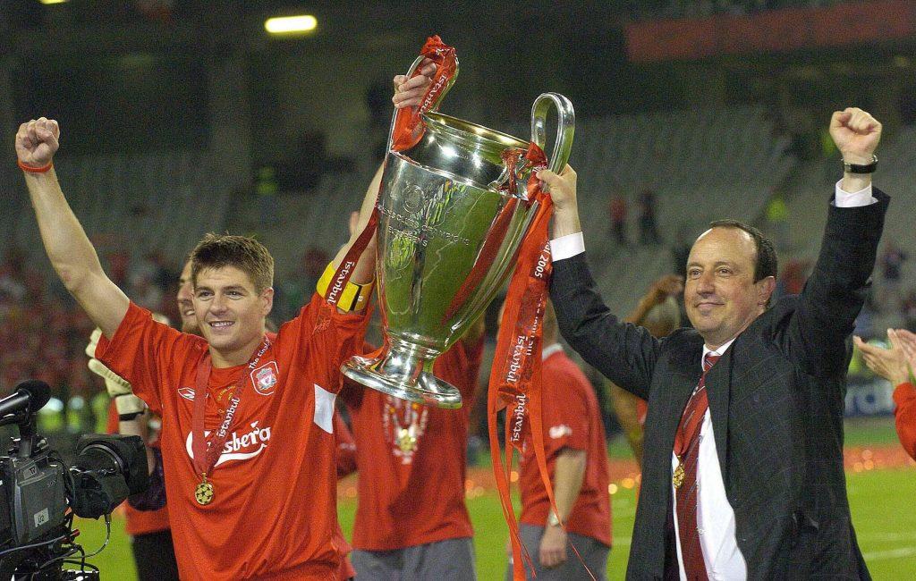 Benitez festeggia la vittoria della Champions League insieme a Gerrard