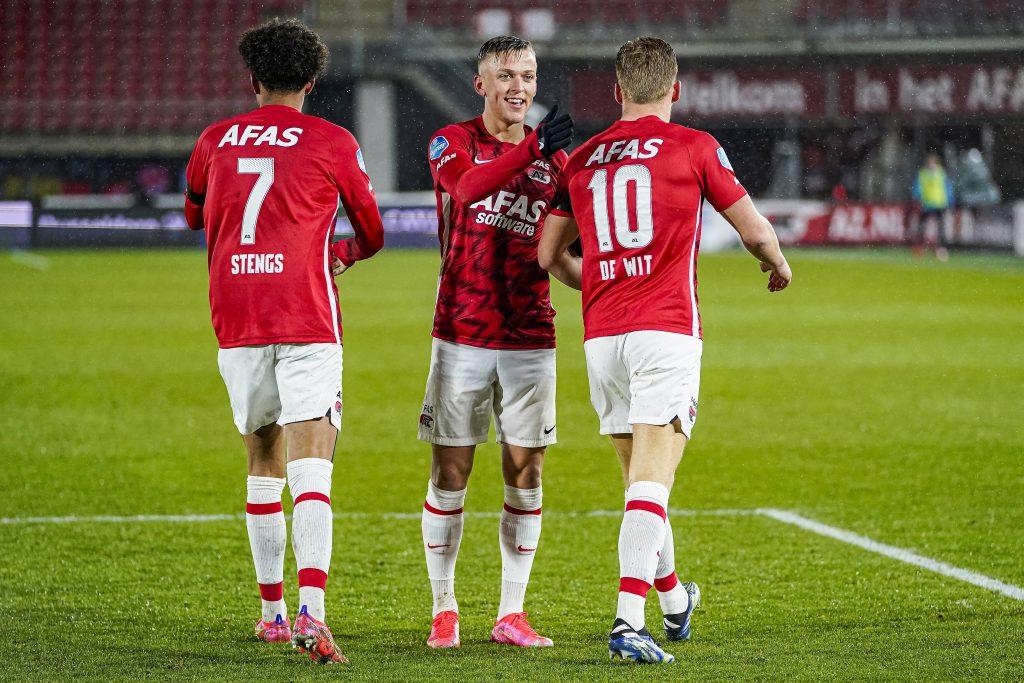 Karlsson festeggia un goal con i compagni De Wit e Stengs