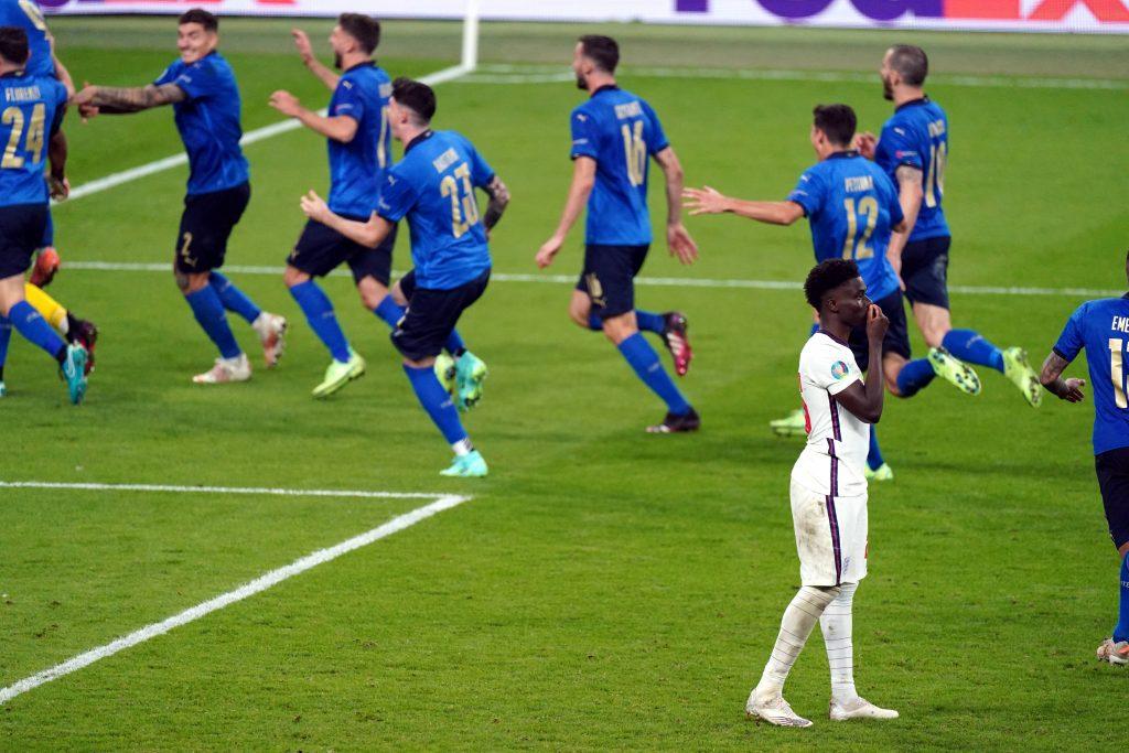 Bukayo Saka dopo il rigore sbagliato nella finale di Euro 2020
