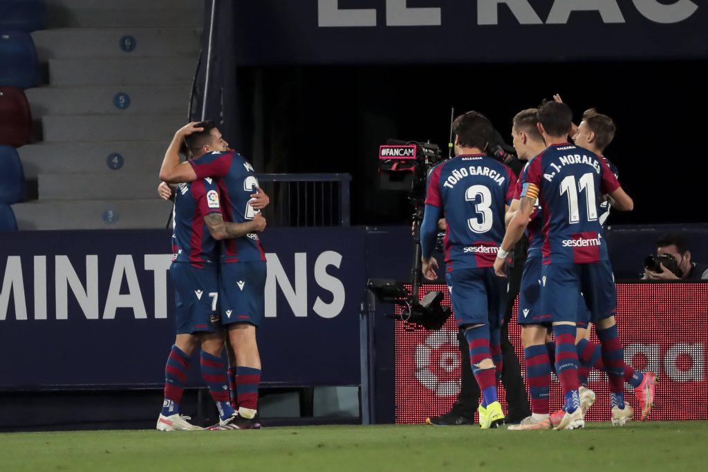 Il Levante festeggia il goal al Barca nella Liga dello scorso anno