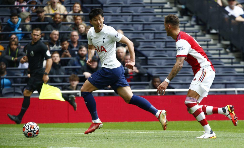 Son in azione contro l'Arsenal