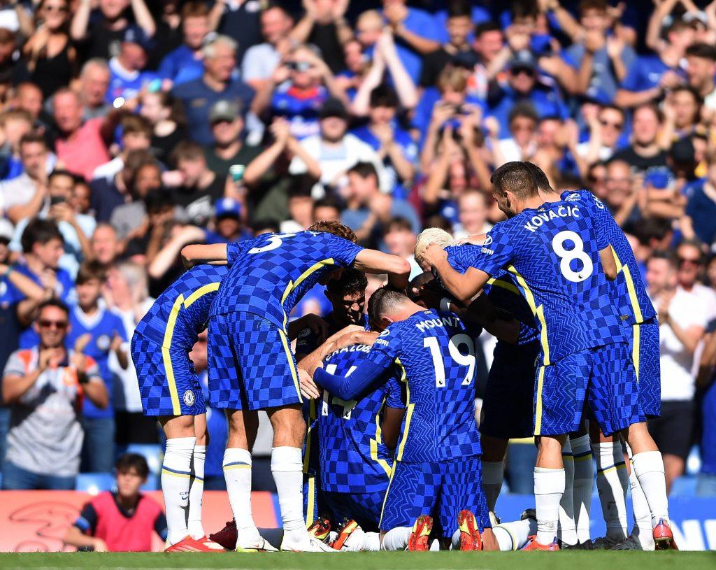 Il Chelsea esulta dopo il gol al Crysal Palace nell'esordio di Premier League