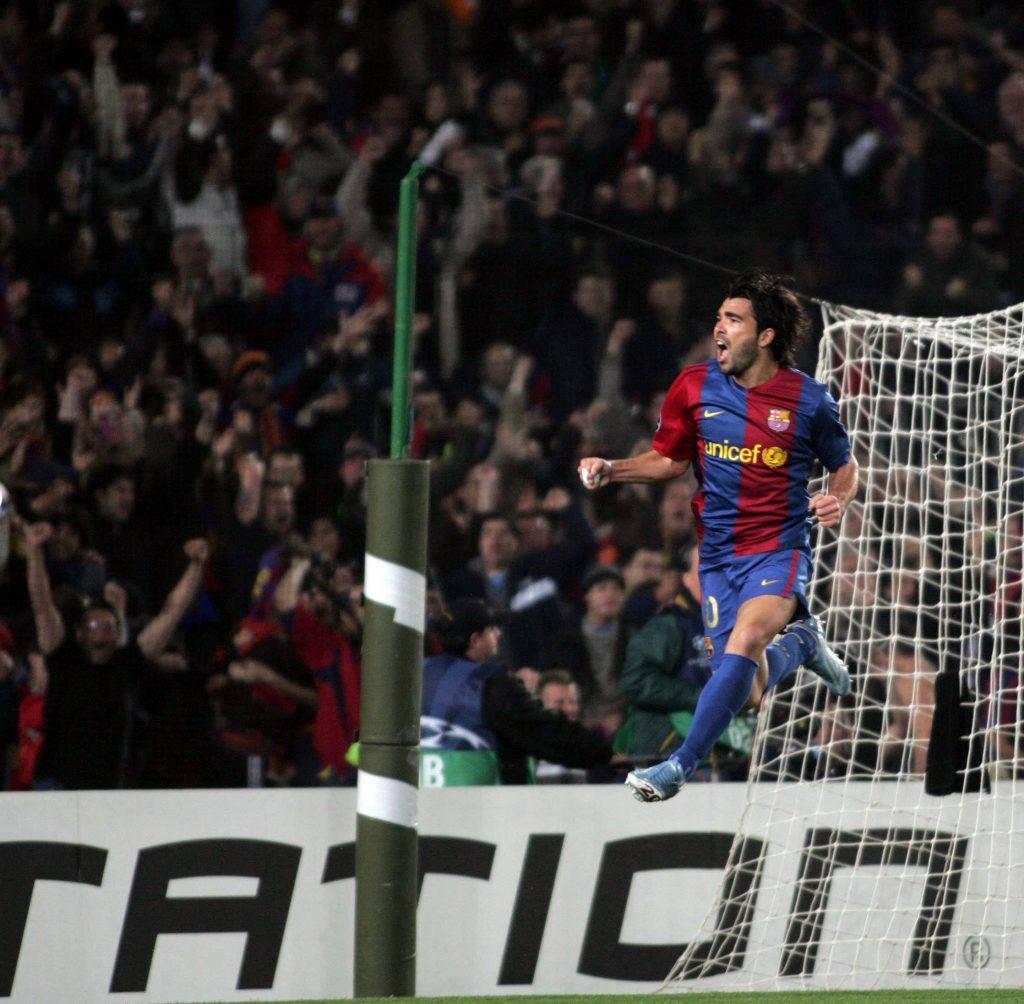 Deco esulta dopo un gol con Il Barcellona