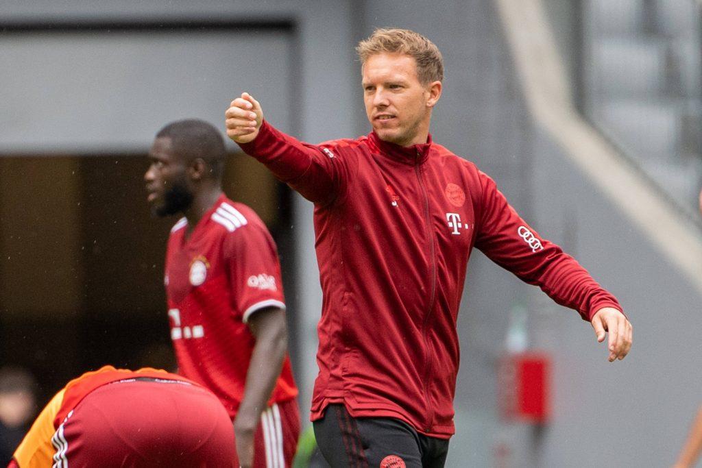 Nagelsmann dirige un allenamento del Bayern Monaco