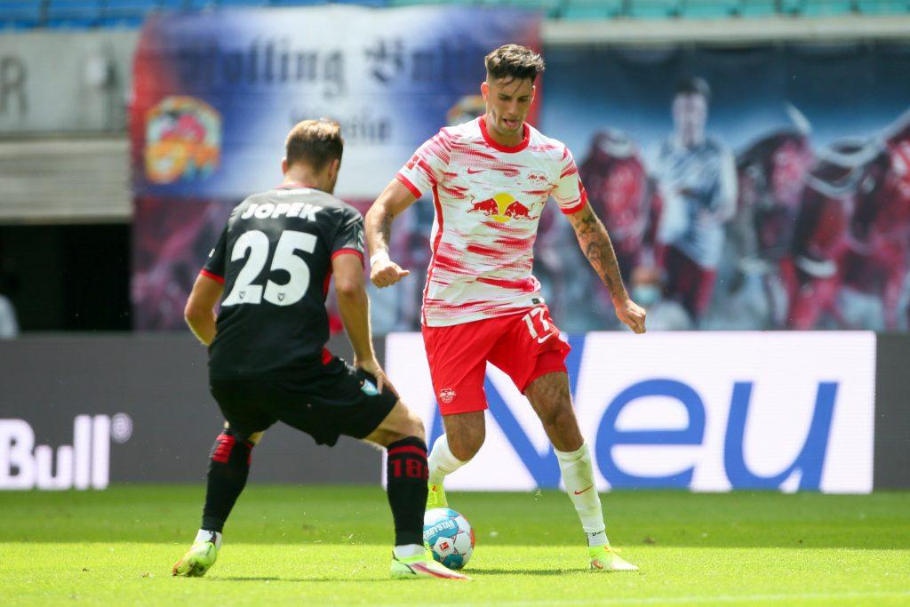 Szobozlai in azione durante la coppa di Germania che ha preceduto l'inizio della Bundesliga