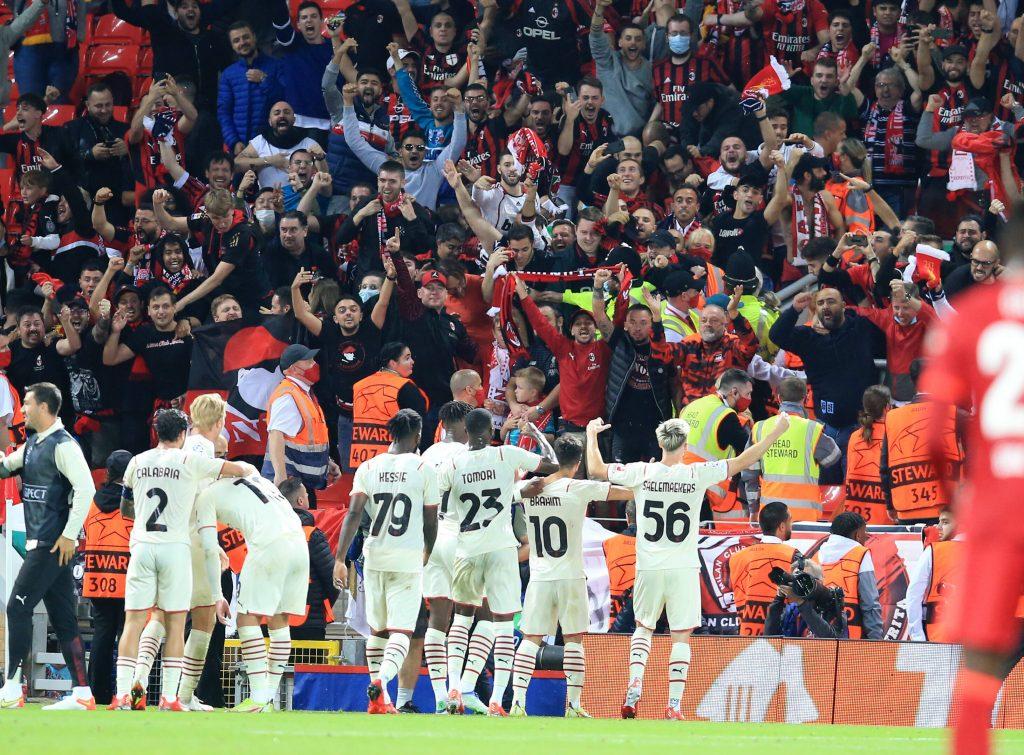 Il Milan festeggia il gol del vantaggio