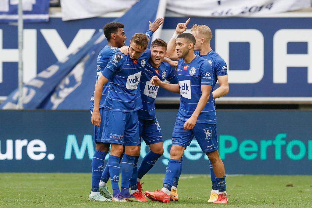 Giocatori del Gent che esultano dopo la vittoria per 6-1 sul Bruges