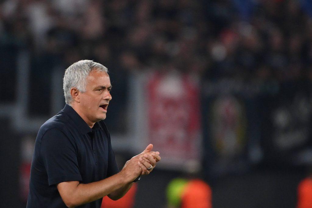 Jose Mourinho in panchina durante la partita di Conference League contro il CSKA Sofia