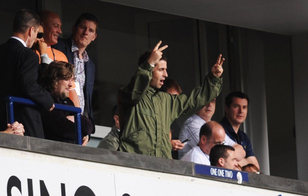 Liam Gallagher in tribuna allo stadio
